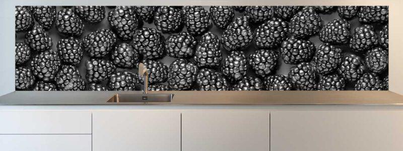 Keuken spatwand zwarte bramen