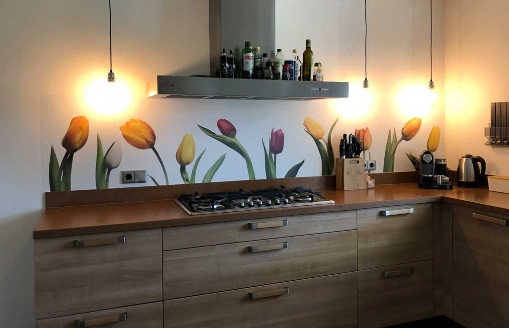 keuken spatwand van SoWhat-design met tulpen